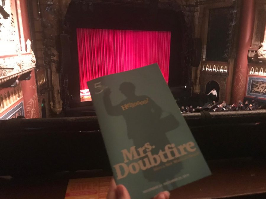 Mrs.+Doubtfire+has+a+cast+of+27+and+nearly+20+musical+numbers.